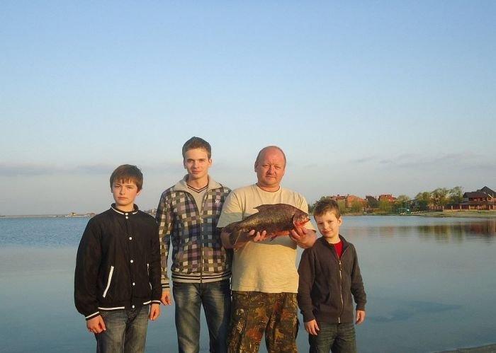Uma piranha em um lago russo 01