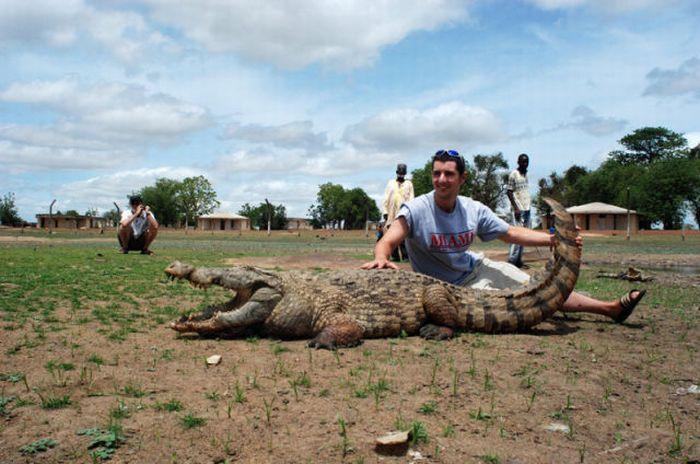 Vila Paga, um lugar onde crocodilos e homens vivem em perfeita harmonia 02