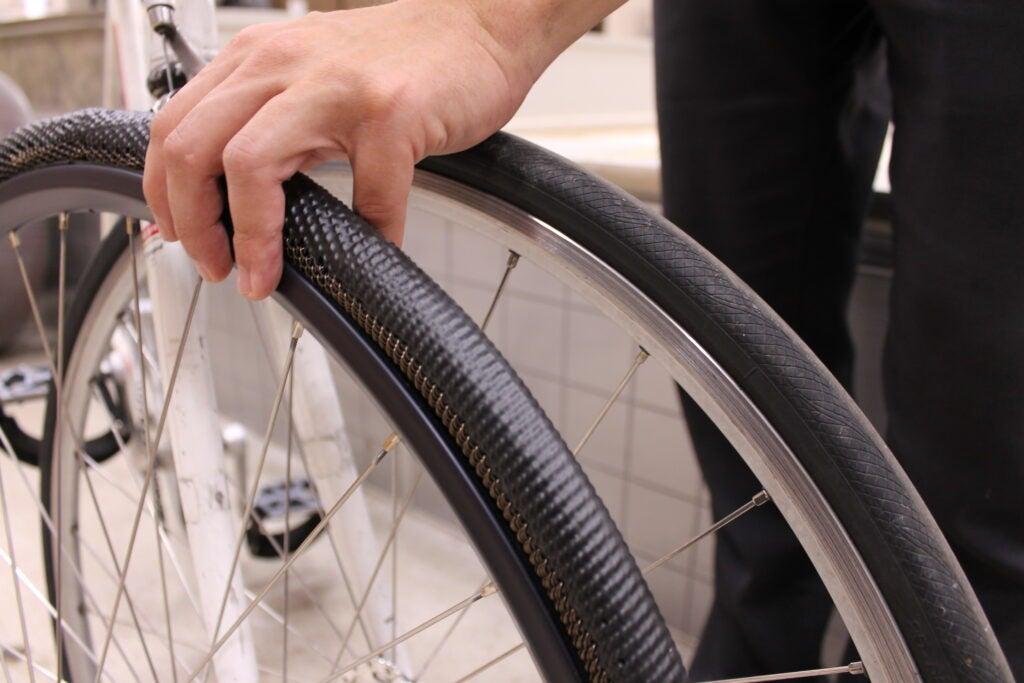 Estas rodas para bicicleta nunca furam e poderiam durar toda a vida