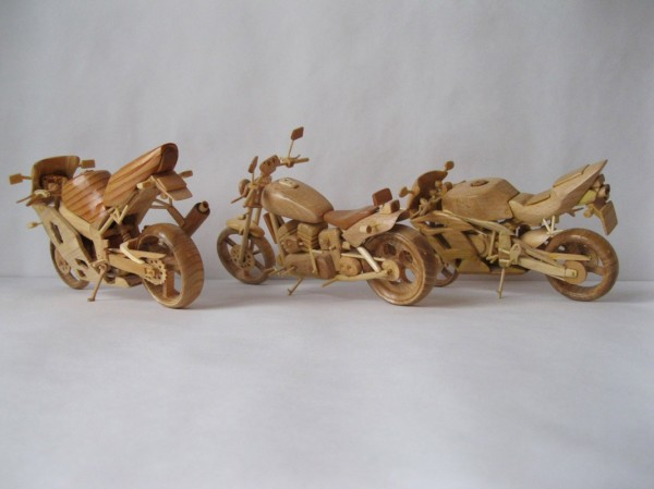 Artista ucraniano cria incríveis miniaturas de motos feitas com madeira 03