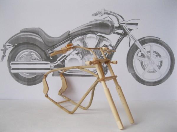 Artista ucraniano cria incríveis miniaturas de motos feitas com madeira 10