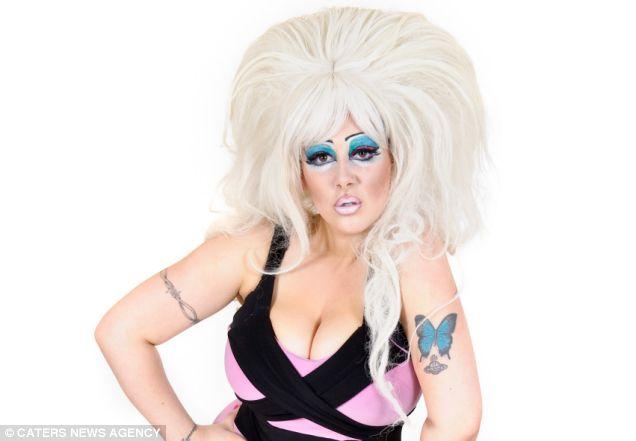 Mulher gasta 8 mil d�lares para parecer com uma drag queen