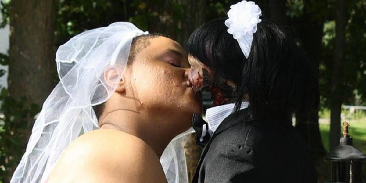 Jovem se casou com uma boneca zumbi que ela comprou na Internet
