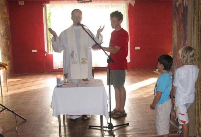 Bizarra cerimônia de iniciação em escola polonesa 03