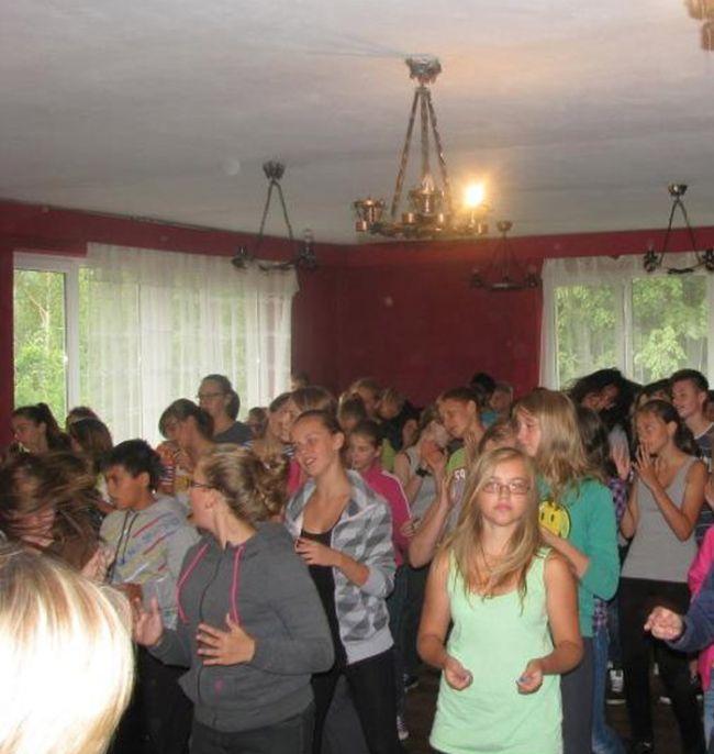 Bizarra cerimônia de iniciação em escola polonesa 05