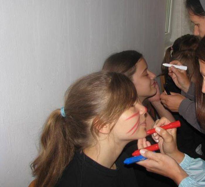 Bizarra cerimônia de iniciação em escola polonesa 06
