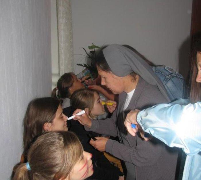 Bizarra cerimônia de iniciação em escola polonesa 07