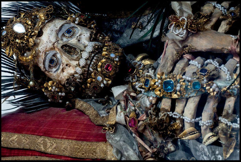 O império da morte e das jóias 12