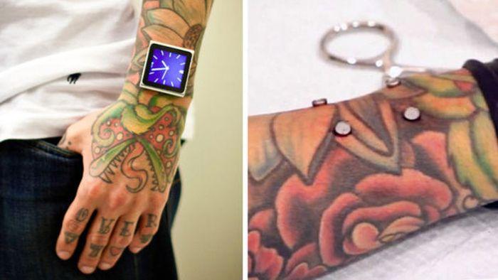 Tatuador implanta ímãs no pulso para poder usar iPod 07