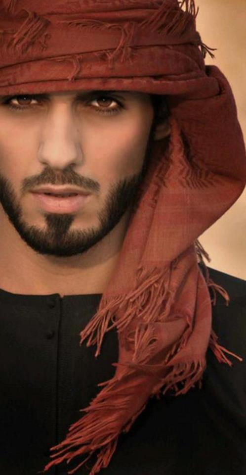 Garotas, para o seu deleite, o homem que foi expulso da Arábia Saudita por ser muito bonito 04