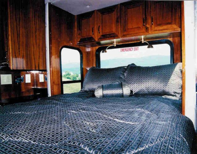 Incrível ônibus luxuoso que se transforma em um iate