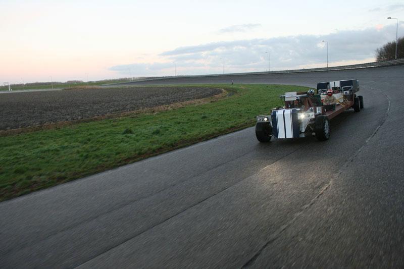 Ônibus de alta velocidade pretende inovar na indústria do transporte pessoal 06