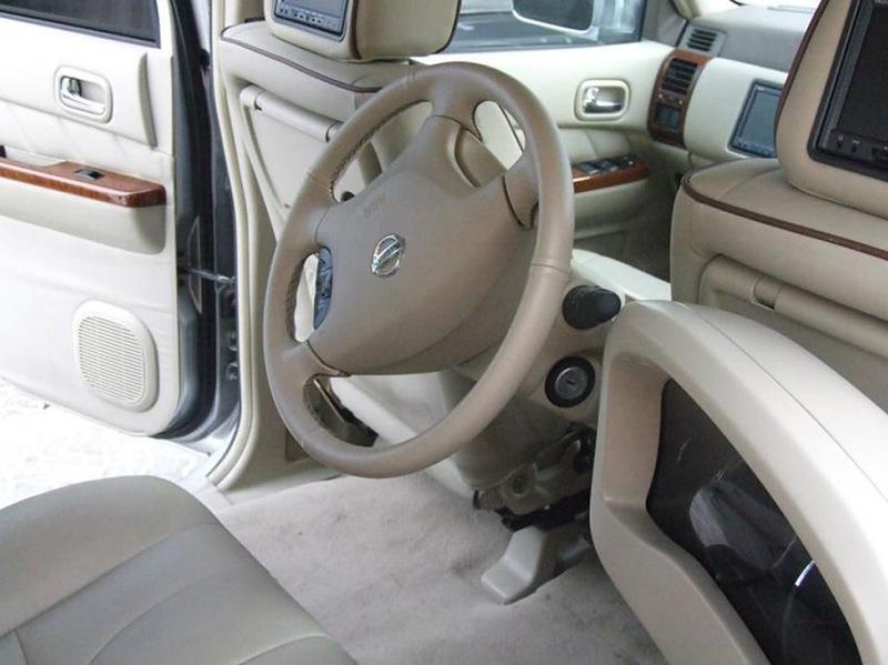Carro tunado com direção no banco traseiro 08