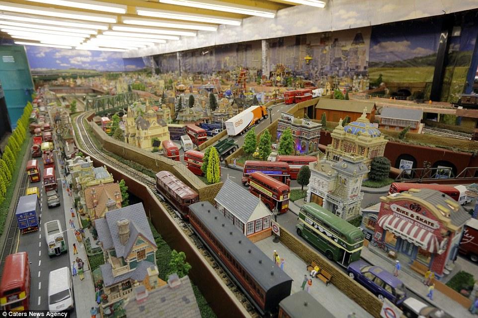 Este homem passou 20 anos construindo sua gigantesca maquete ferroviária 01