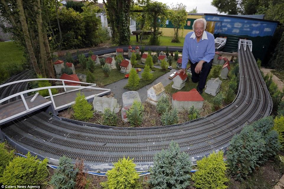 Este homem passou 20 anos construindo sua gigantesca maquete ferrovi�ria 05