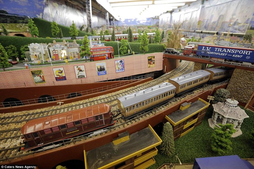 Este homem passou 20 anos construindo sua gigantesca maquete ferroviária 08