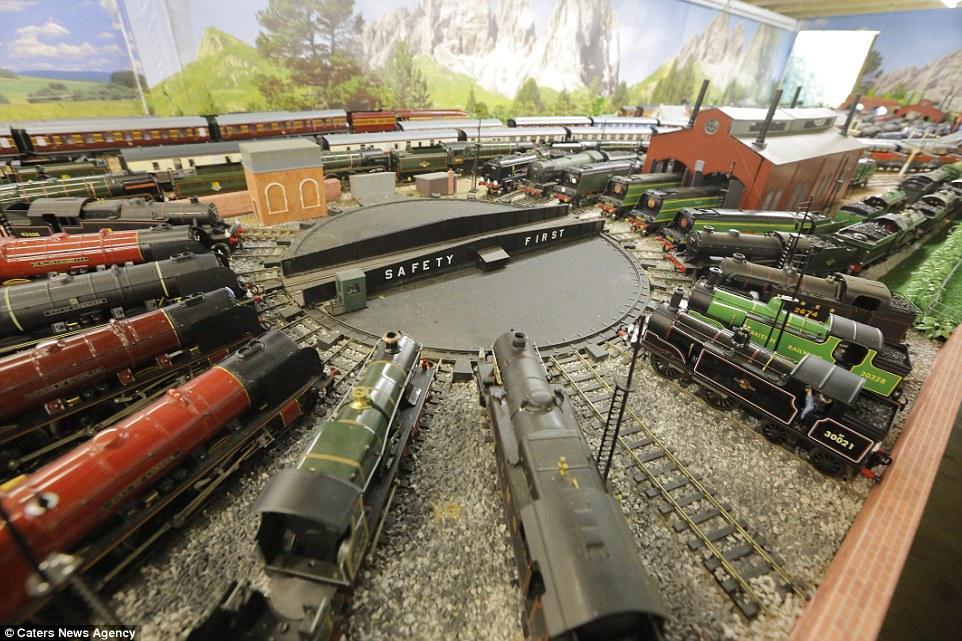 Este homem passou 20 anos construindo sua gigantesca maquete ferroviária 12