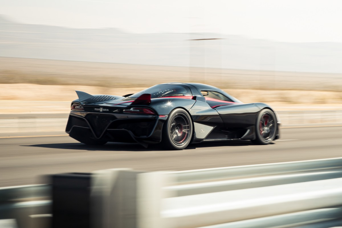 O SSC Tuatara se torna o carro mais rápido do mundo ao atingir os 509 km/h