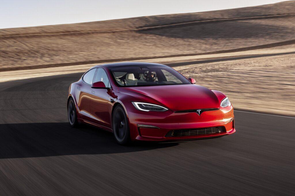 Tesla quebra o recorde de velocidade de um carro elétrico de série