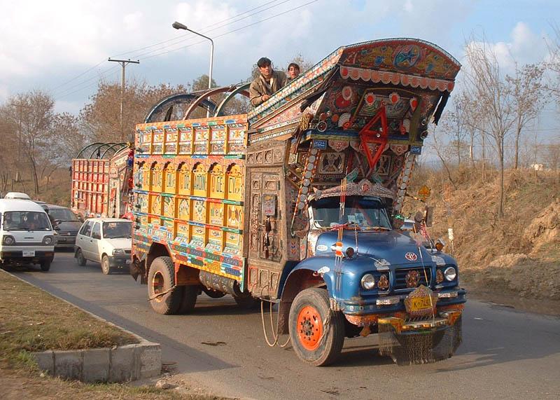 Arte dos coloridos caminhões paquistaneses 02