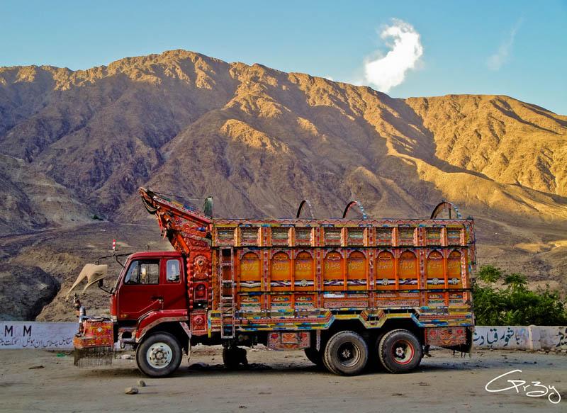 Arte dos coloridos caminh�es paquistaneses 03