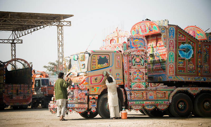 Arte dos coloridos caminhões paquistaneses 04