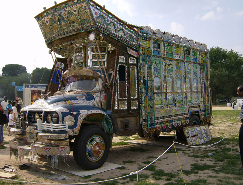 Arte dos coloridos caminh�es paquistaneses 05