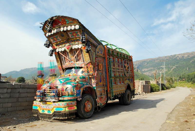 Arte dos coloridos caminh�es paquistaneses 06