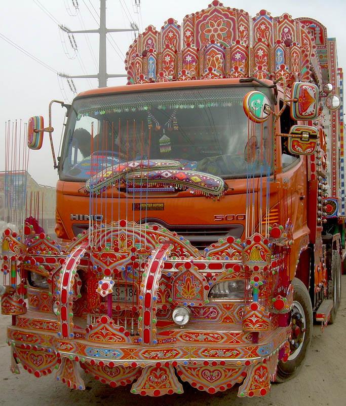 Arte dos coloridos caminh�es paquistaneses 07