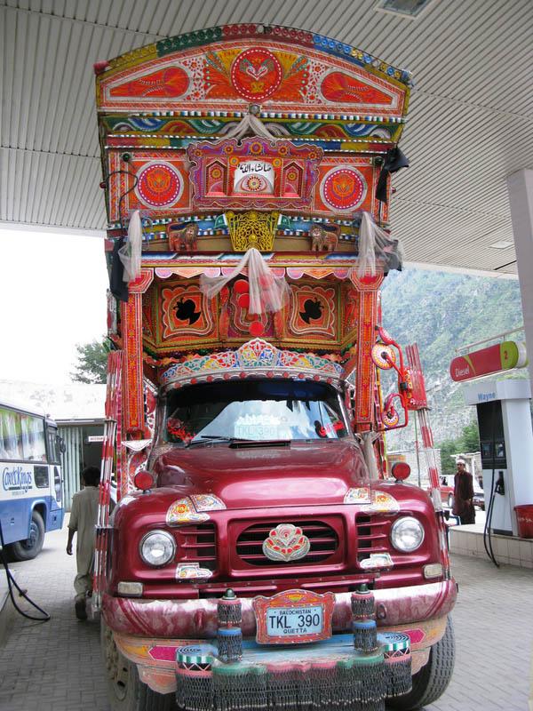 Arte dos coloridos caminhões paquistaneses 08
