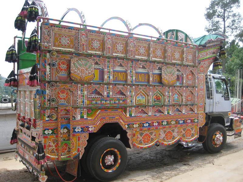 Arte dos coloridos caminhões paquistaneses 09