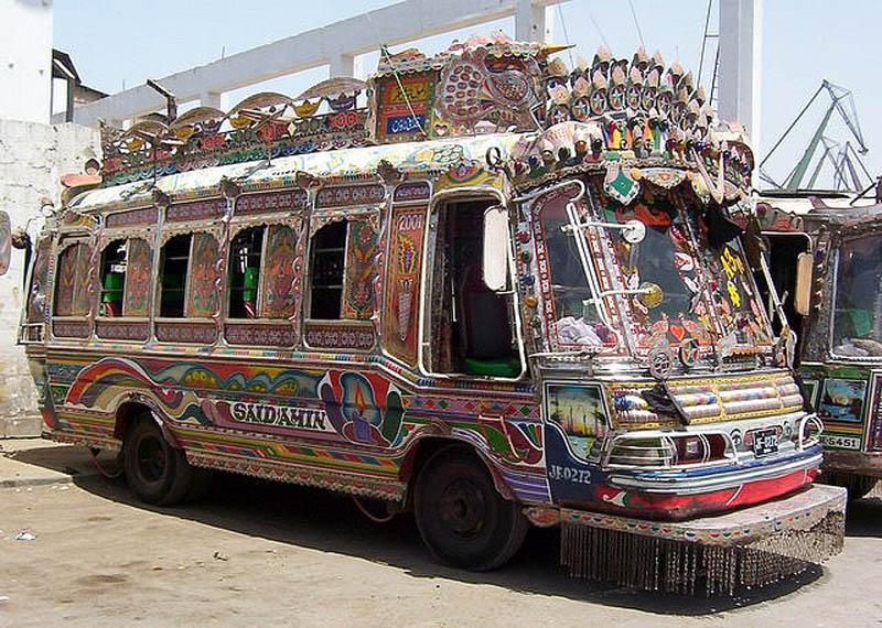 Arte dos coloridos caminhões paquistaneses 15