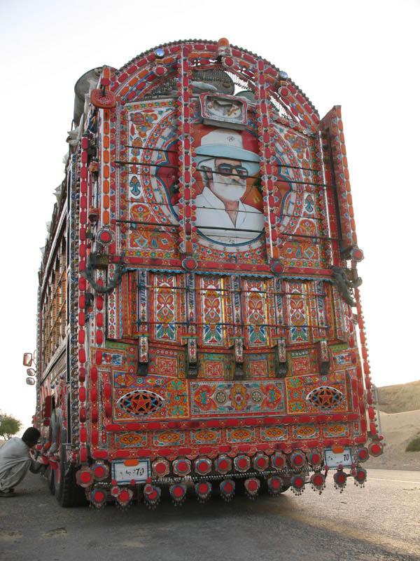 Arte dos coloridos caminh�es paquistaneses 16