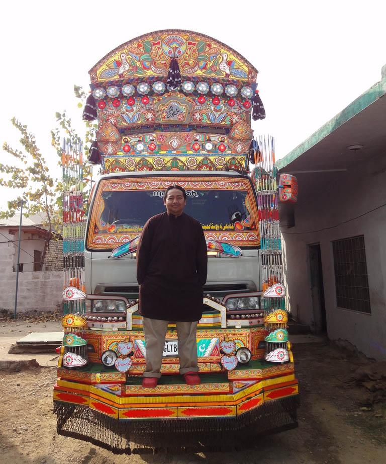 Arte dos coloridos caminhões paquistaneses 17