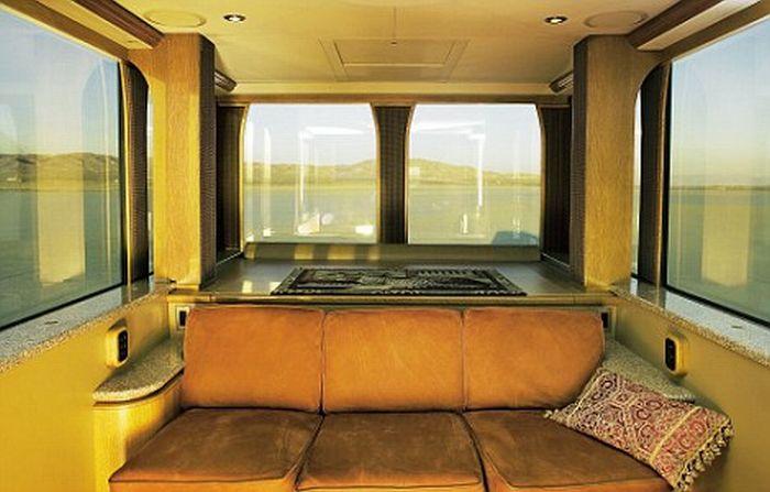 A casa sobre rodas de Aston Kutcher 08