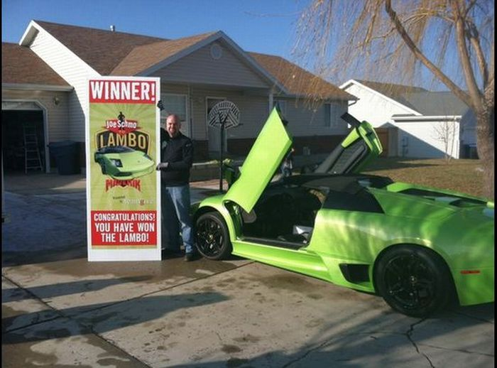 Americano bate Lamborghini que ganhou em concurso 01