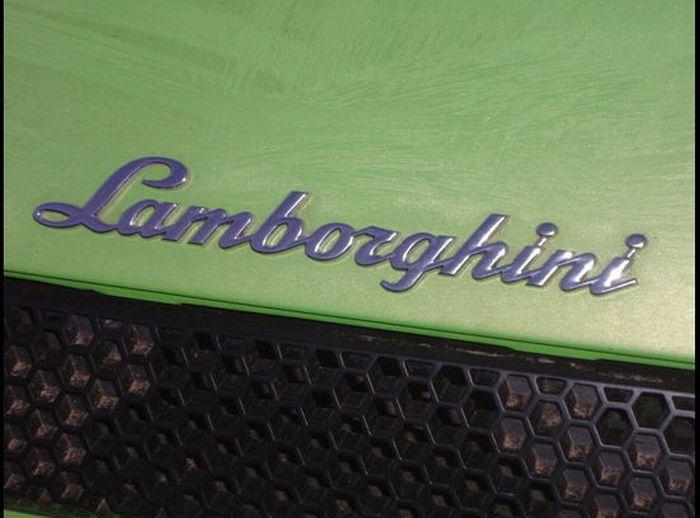 Americano bate Lamborghini que ganhou em concurso 03