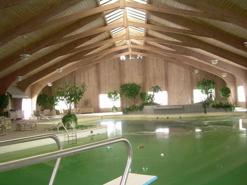 Dê uma olhada na espetacular casa abandonada de Mike Tyson em Ohio 04