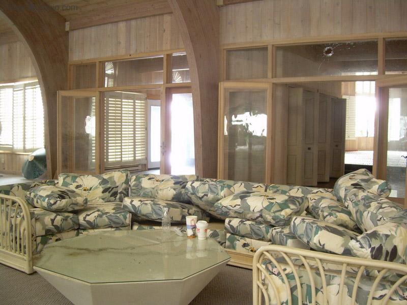 Dê uma olhada na espetacular casa abandonada de Mike Tyson em Ohio 09
