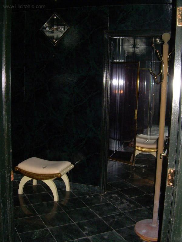 Dê uma olhada na espetacular casa abandonada de Mike Tyson em Ohio 24