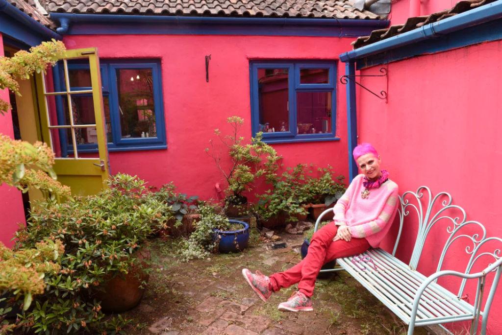 Britânica torna sua casa invendável após 30 anos de decoração 09