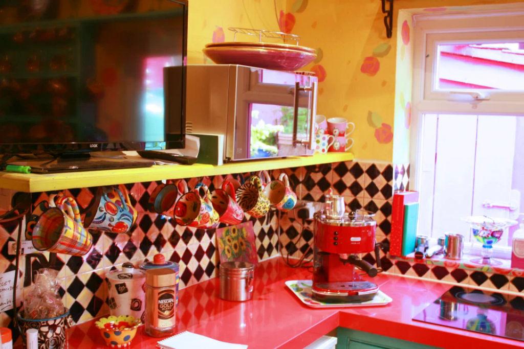 Britânica torna sua casa invendável após 30 anos de decoração 11