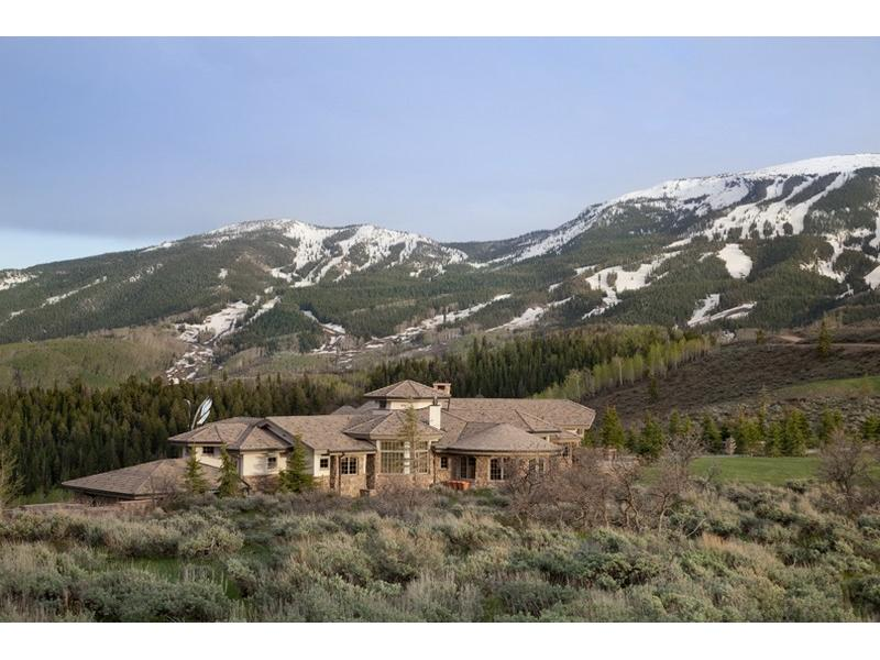Uma mansão à venda nas montanhas 01