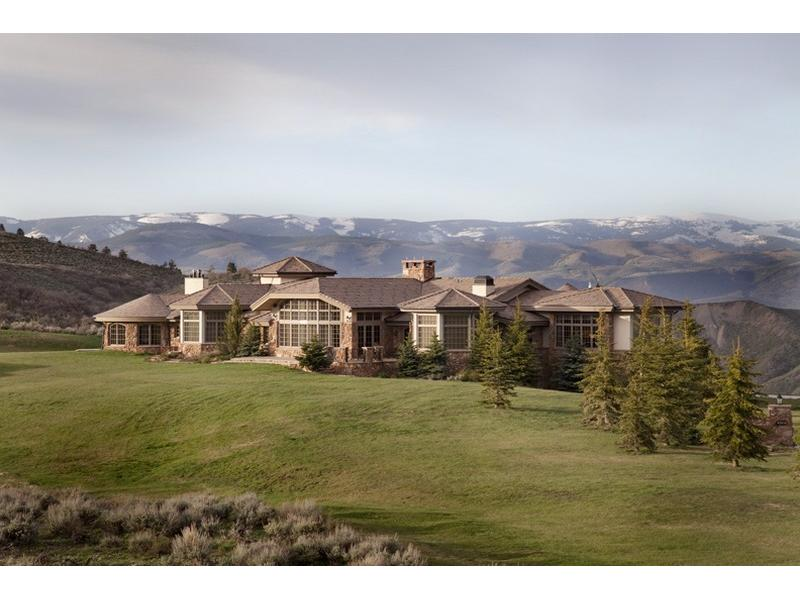 Uma mansão à venda nas montanhas 02