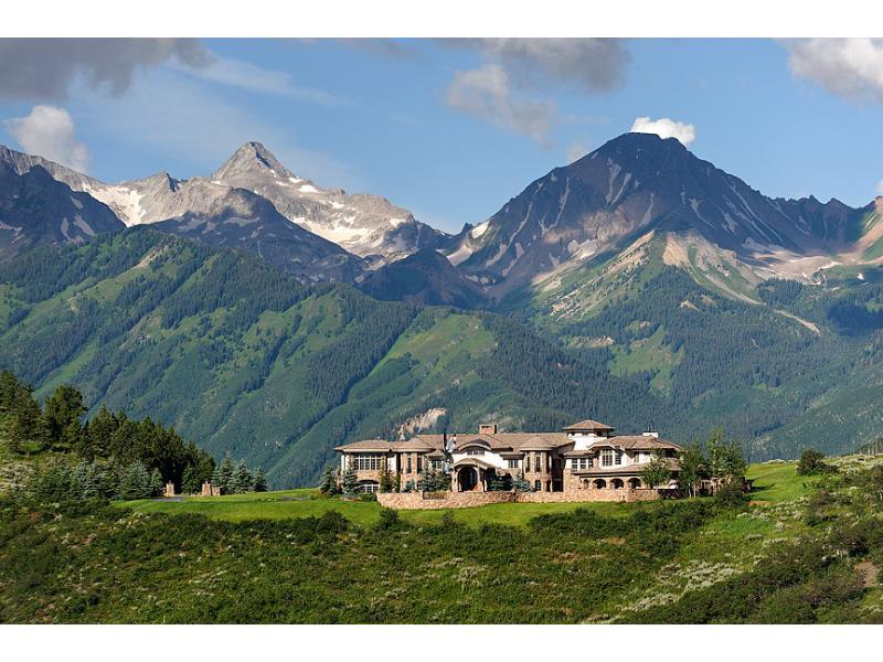 Uma mansão à venda nas montanhas 06