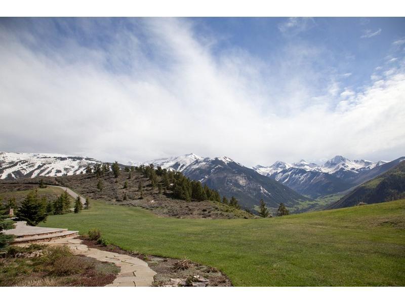 Uma mansão à venda nas montanhas 08