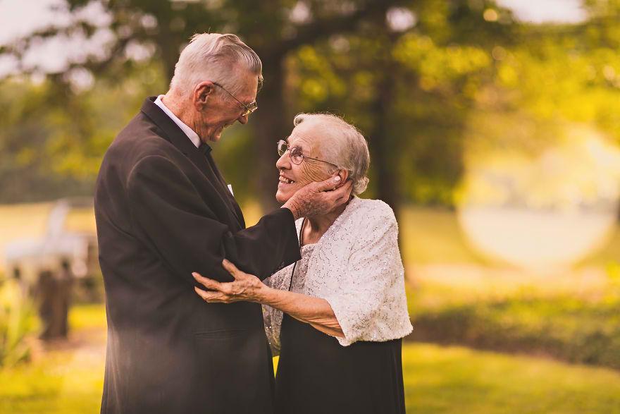 Casal comemora 65 anos de casamento e suas fotos são doces 01