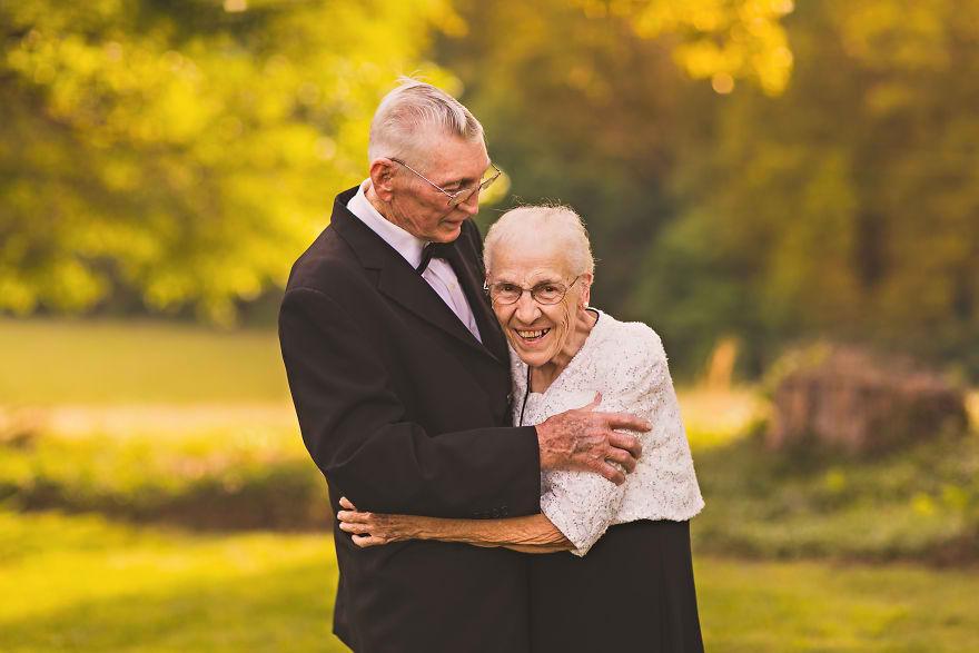 Casal comemora 65 anos de casamento e suas fotos são doces 05