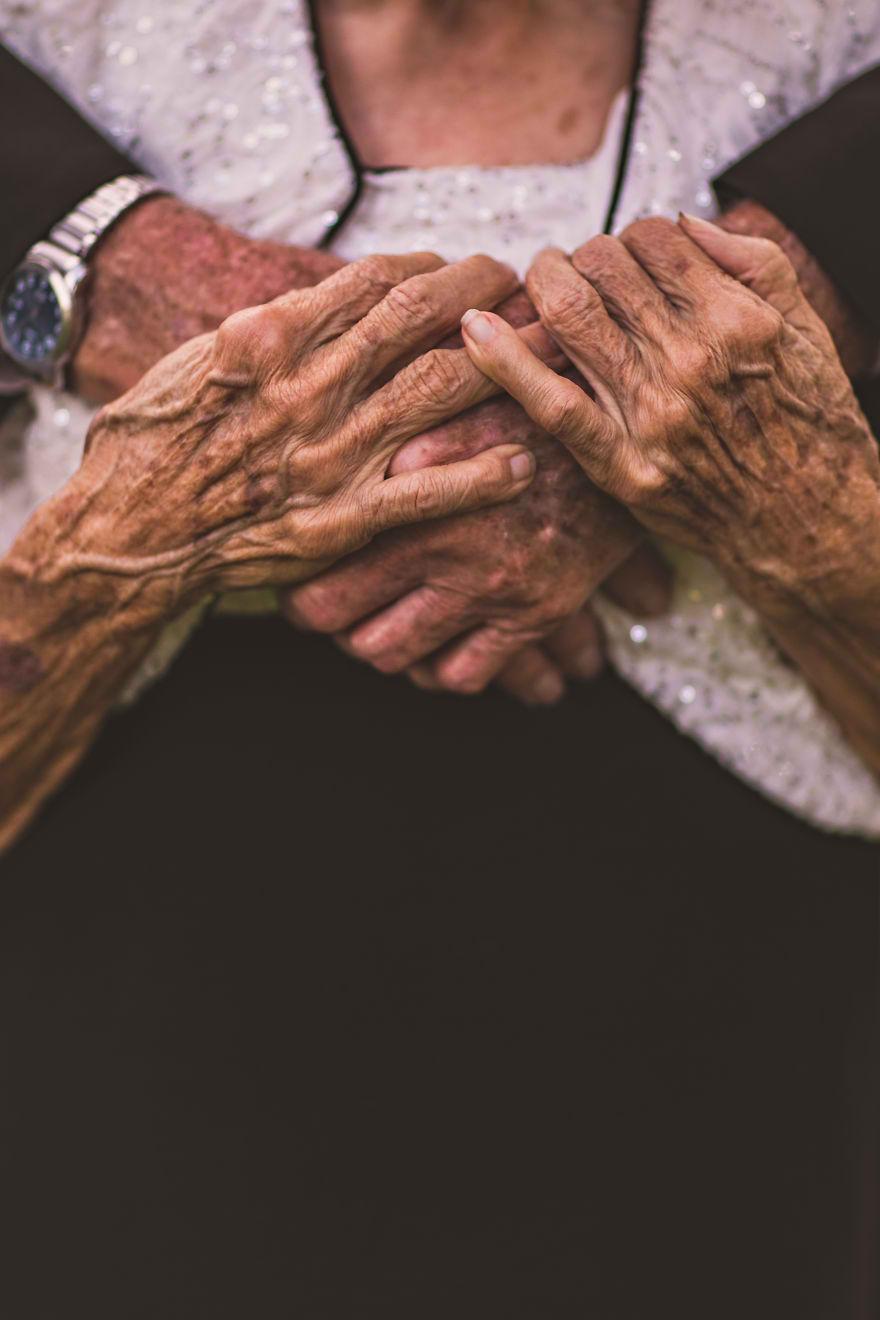 Casal comemora 65 anos de casamento e suas fotos são doces 06