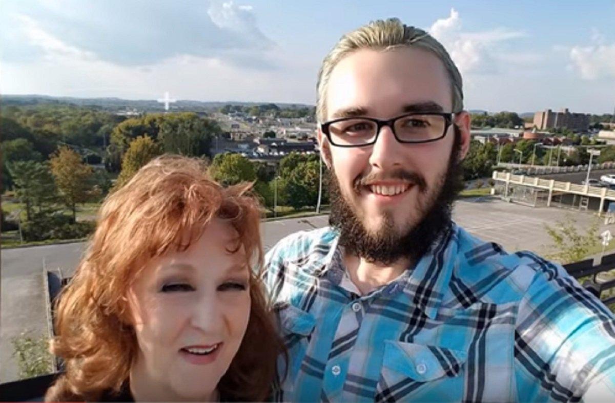 Jovem de 19 anos se casa com mulher de 72 apenas 2 semanas depois de conhecê-la